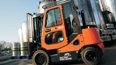 THE PROS AND CONS OF HIRING A FORKLIFT TRUCK